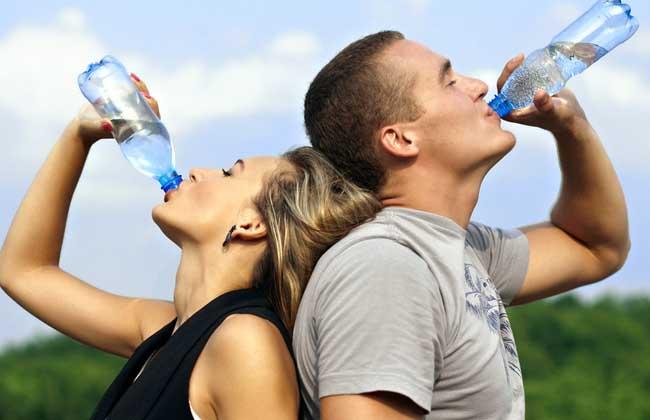一天喝多少水最好
