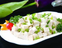 小葱拌豆腐的功效及做法