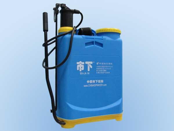 背负式手动喷雾器的使用方法