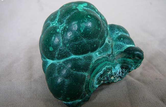 孔雀石宝石