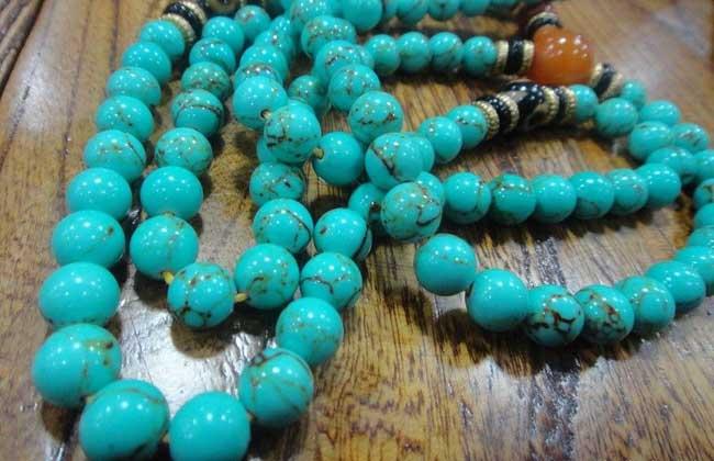 绿松石和蓝宝石的区别