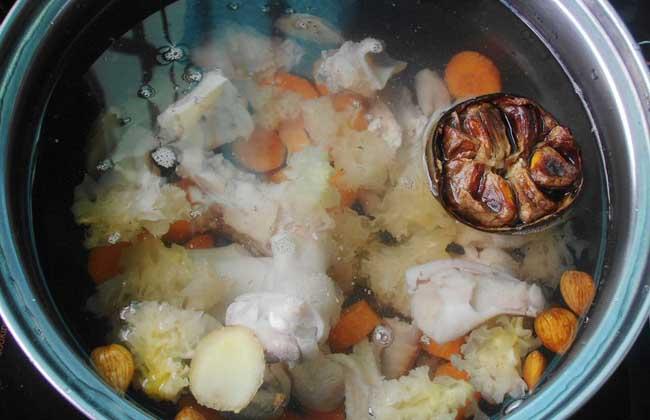 银耳罗汉果烫鸡汤