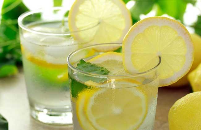 柠檬片泡水的功效