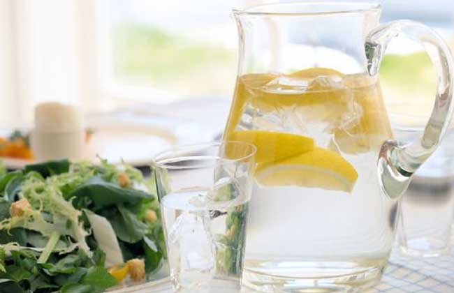 喝柠檬水上火吗?