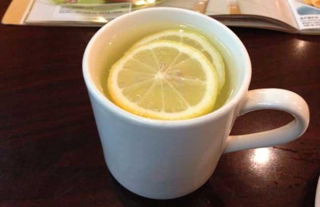 柠檬水的功效与禁忌