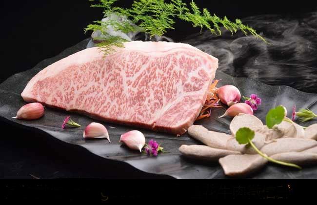 雪花牛肉是牛的哪个部位?
