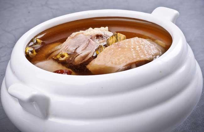 麦冬石斛煲鸡的做法