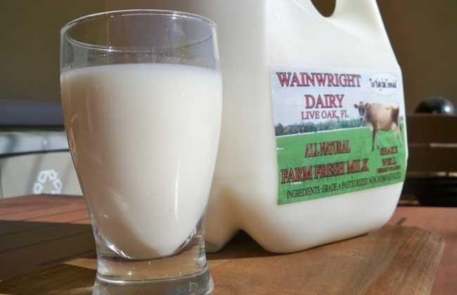 喝牛奶的最佳时间