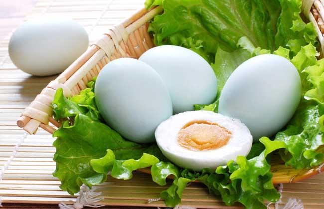 绿色咸鸭蛋
