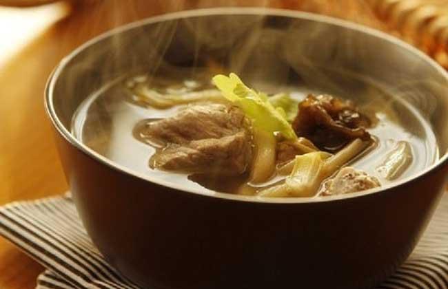 黄花菜百合排骨汤