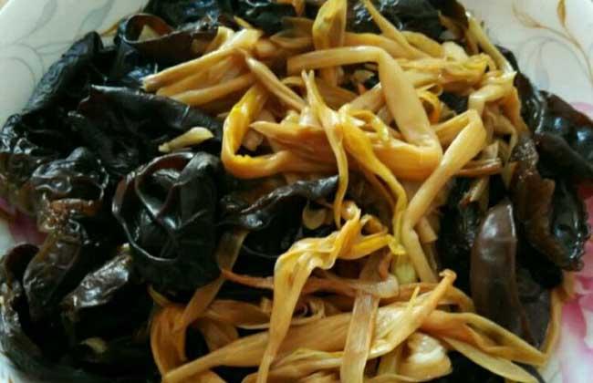 黑木耳炒黄花菜