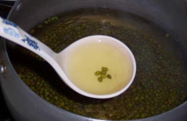 绿豆汤为什么是红色的