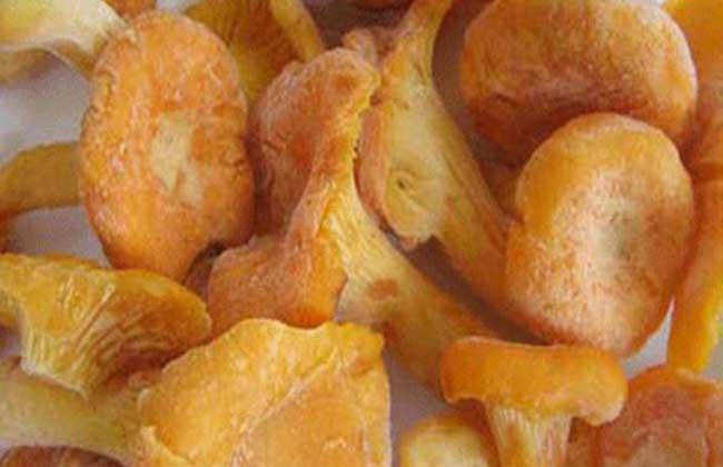 鸡油菌炒猪肝