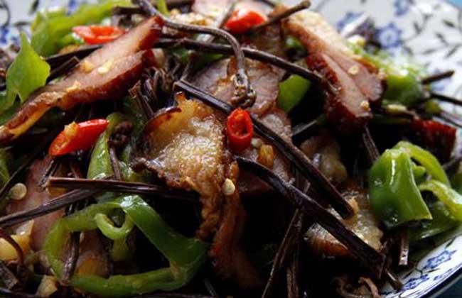 蕨菜干炒腊肉
