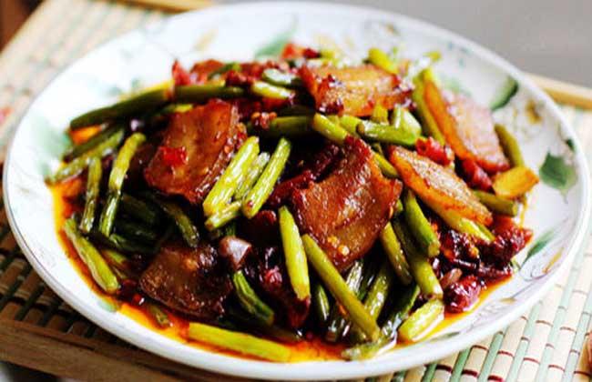 肉片焖蒜苔