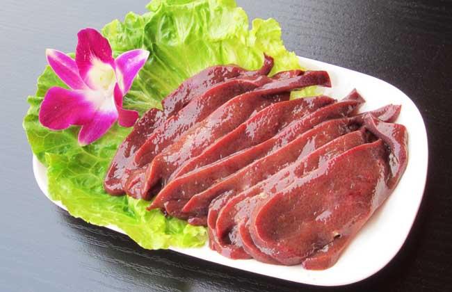 吃猪肝会中毒吗
