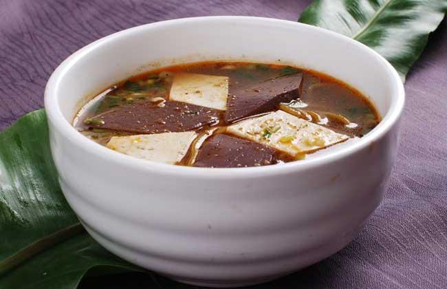 猪血煮豆腐的功效及做法