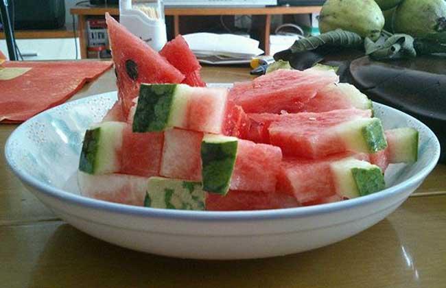西瓜能放冰箱里面吗