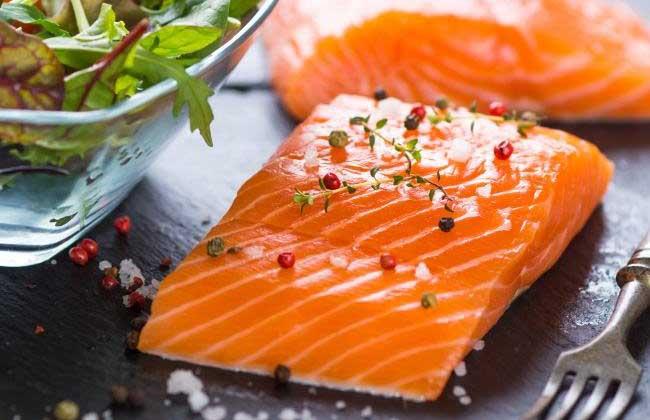 三文鱼不能和什么一起吃?
