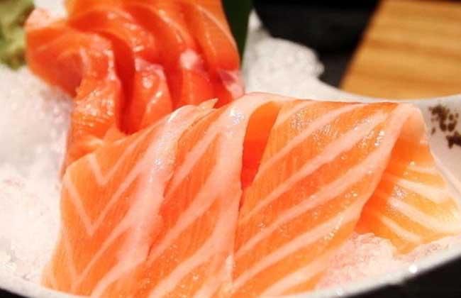 金枪鱼和三文鱼哪个贵