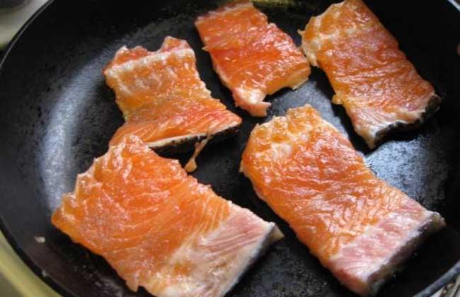 干煎三文鱼的功效及做法
