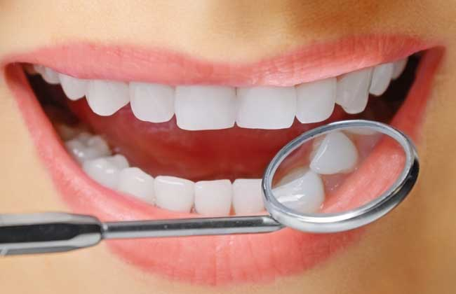 种植牙好还是镶牙好?