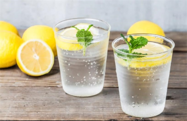 柠檬水的功效与作用 柠檬水