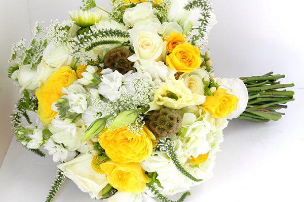 不同颜色的捧花有哪些意义?